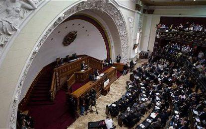 Oposición venezolana planea reformas que allanen vía legal para sacar a Maduro