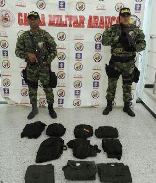 Photo of Acción conjunta de EJército y CTI hallan depósito ilegal de uniformes de las FFMM en Arauca