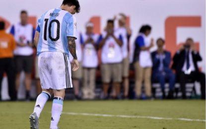 Frustrado, sin lograr ningún título, Lionel Messi renuncia a la selección de Argentina