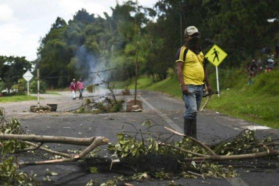 Photo of En vilo reapertura de vía Panamericana por paro agrario que afecta al Cauca y Nariño