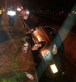 Photo of Por exceso de velocidad, vehículo cae a caño cerca a la Brigada XVI en Yopal