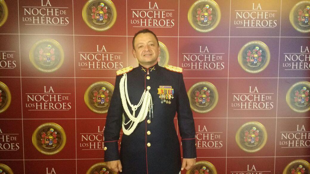 Photo of En la noche de los héroes fue condecorado el Teniente Coronel Rafael Orlando Galindo Roa de Casanare