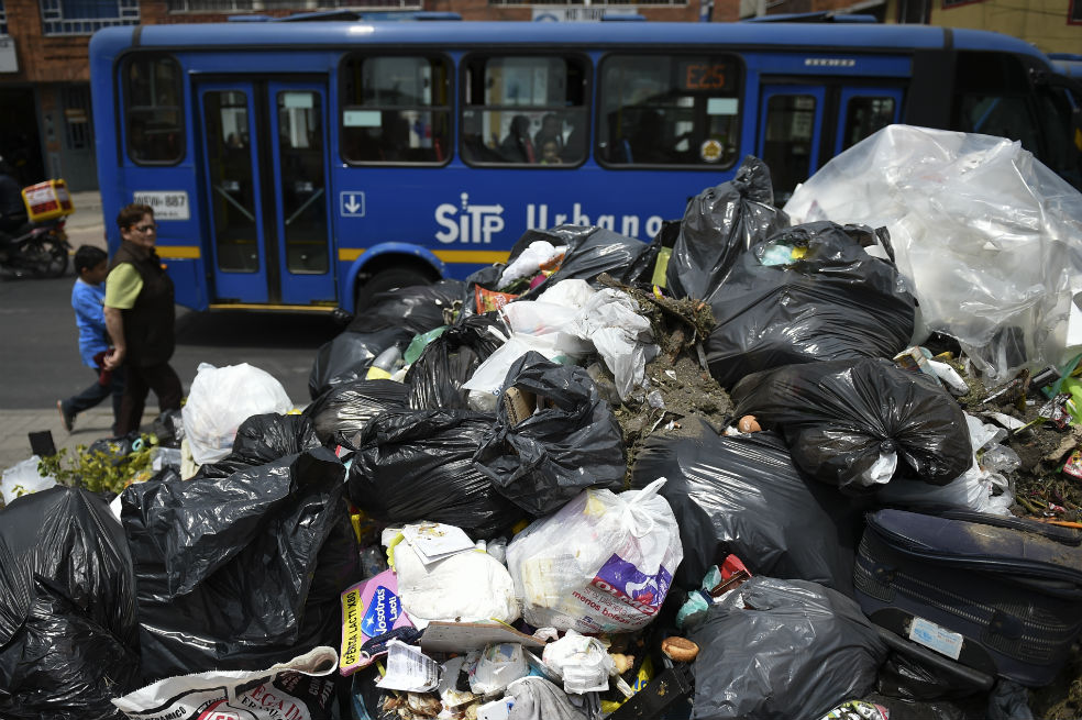 Photo of Crisis de basuras en Bogotá: aún hay 3.766 toneladas de residuos en las calles
