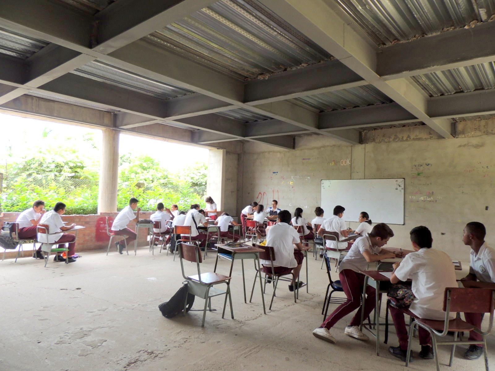 Photo of Gobernador de Casanare se enfoca en mejorar y terminar instituciones educativas del departamento