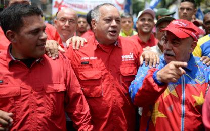 Con fuegos artificiales y música, chavismo celebró renuncia de Pedro Pablo Kuczynski