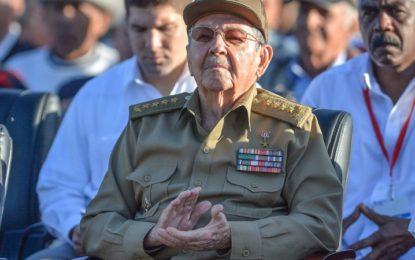 Castro deja el poder con pocas reformas en marcha
