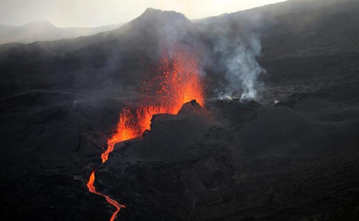 """Photo of """"Bomba de lava"""" impacta con barco en Hawái y deja 23 heridos"""