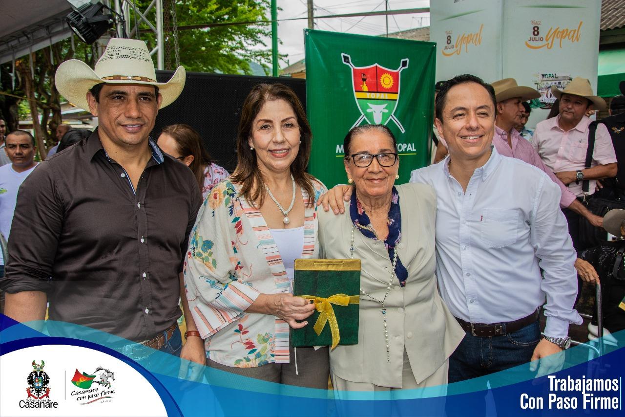 Photo of Alcaldía de Yopal hizo reconocimiento a líderes y deportistas durante conmemoración de los 76 años del municipio
