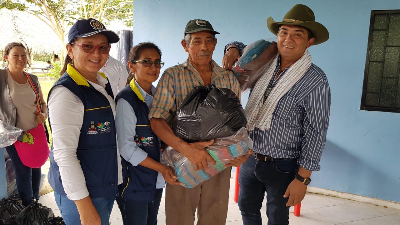 Photo of Administración departamental continúa brindando ayudas humanitarias a familias damnificadas en Maní