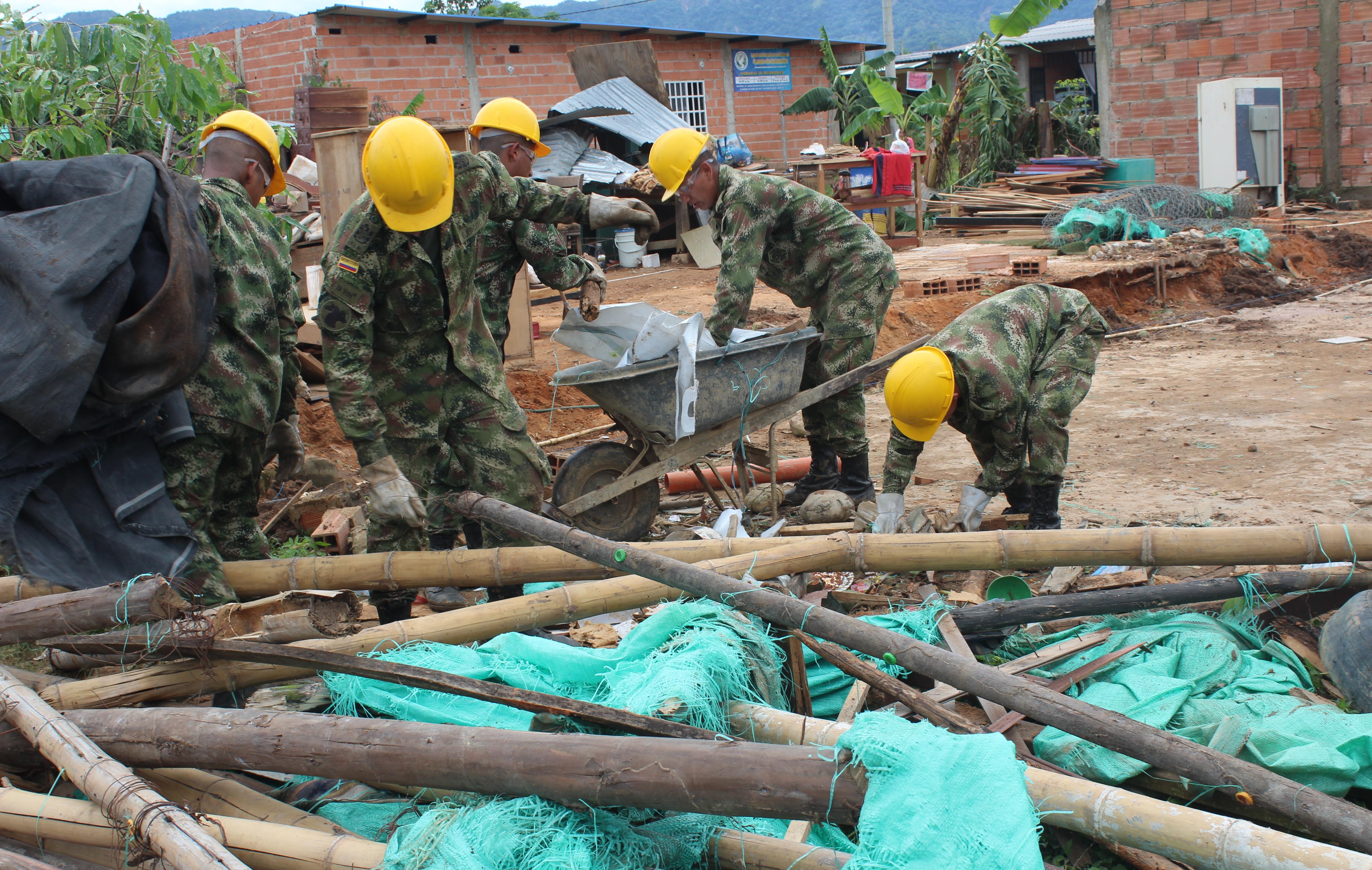 Photo of Ejército Nacional brindó apoyo a la comunidad de La Bendición, luego de la destrucción causada por fuertes lluvias