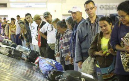 Llegan a su país 93 migrantes venezolanos provenientes de Ecuador
