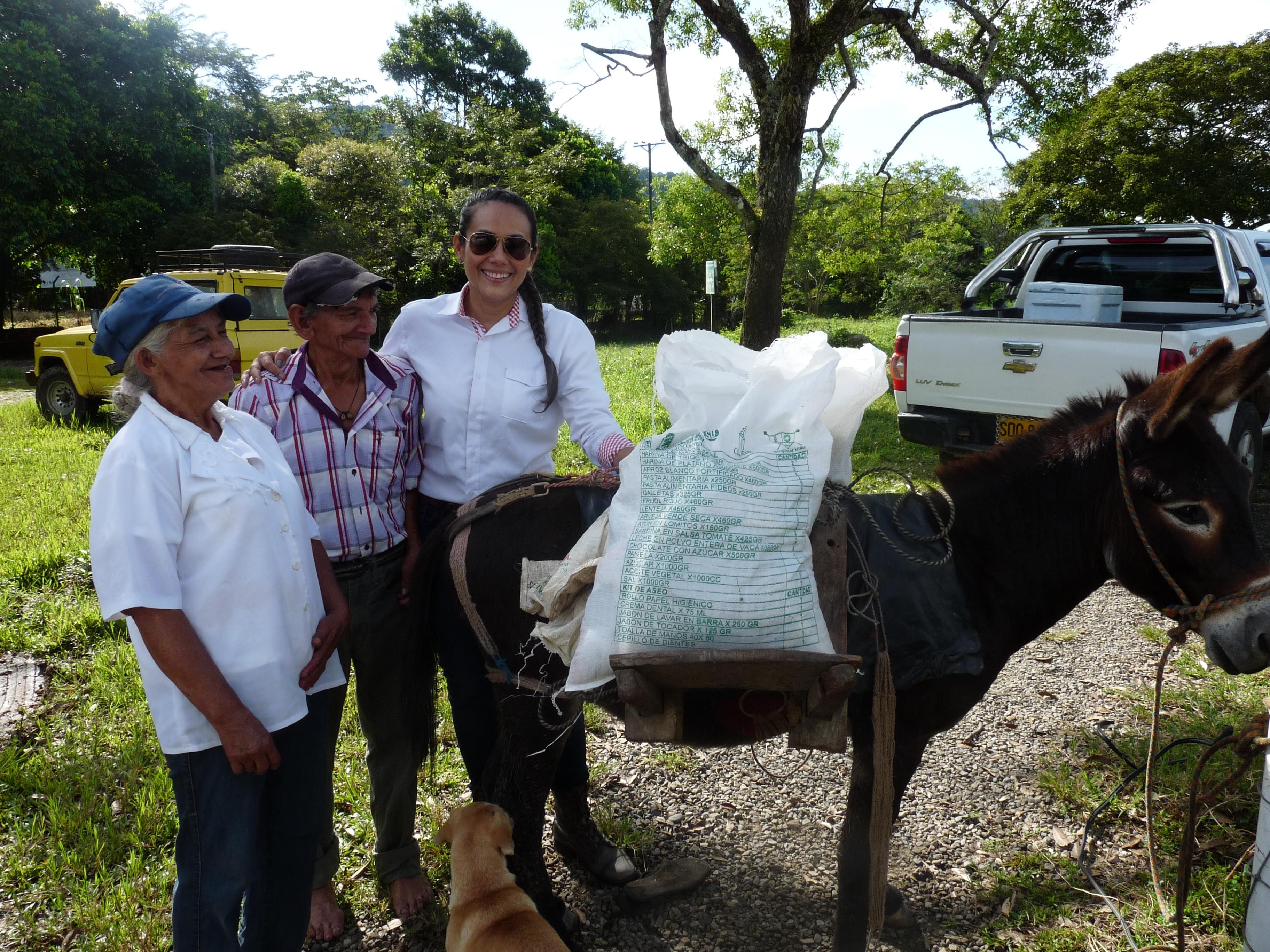 Photo of Alcaldía de Yopal llega hasta el corregimiento del Morro con los paquetes nutricionales para los adultos mayores