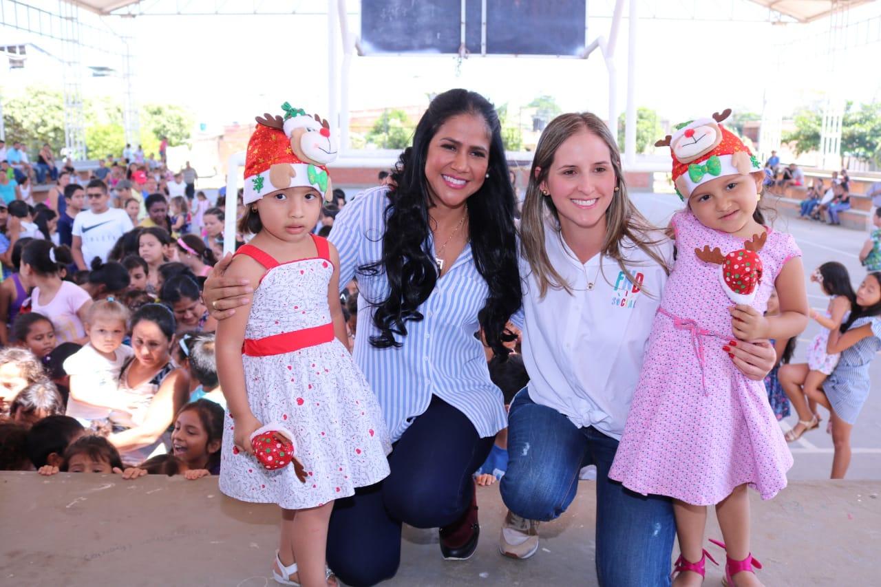 Photo of Más de mil regalos fueron entregados en Yopal por la primera dama del departamento y la Embajadora Socialde la Federación Nacional de Departamentos