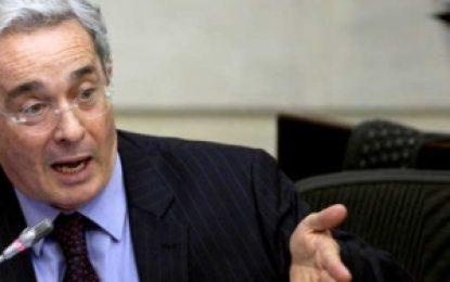 Uribe sugiere un golpe de Estado en Venezuela