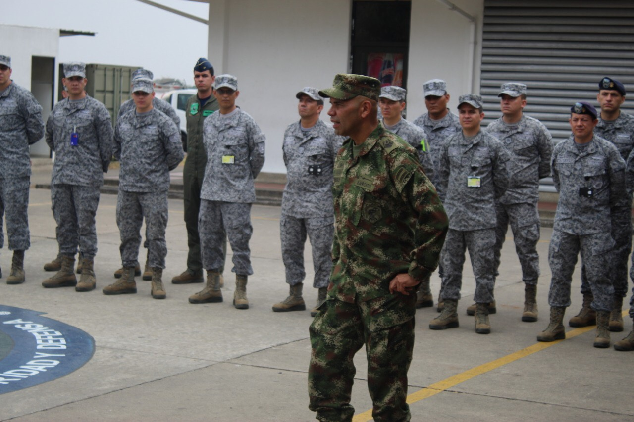 Photo of El Suboficial más antiguo de las Fuerzas Militares visitó al Grupo Aéreo del Casanare