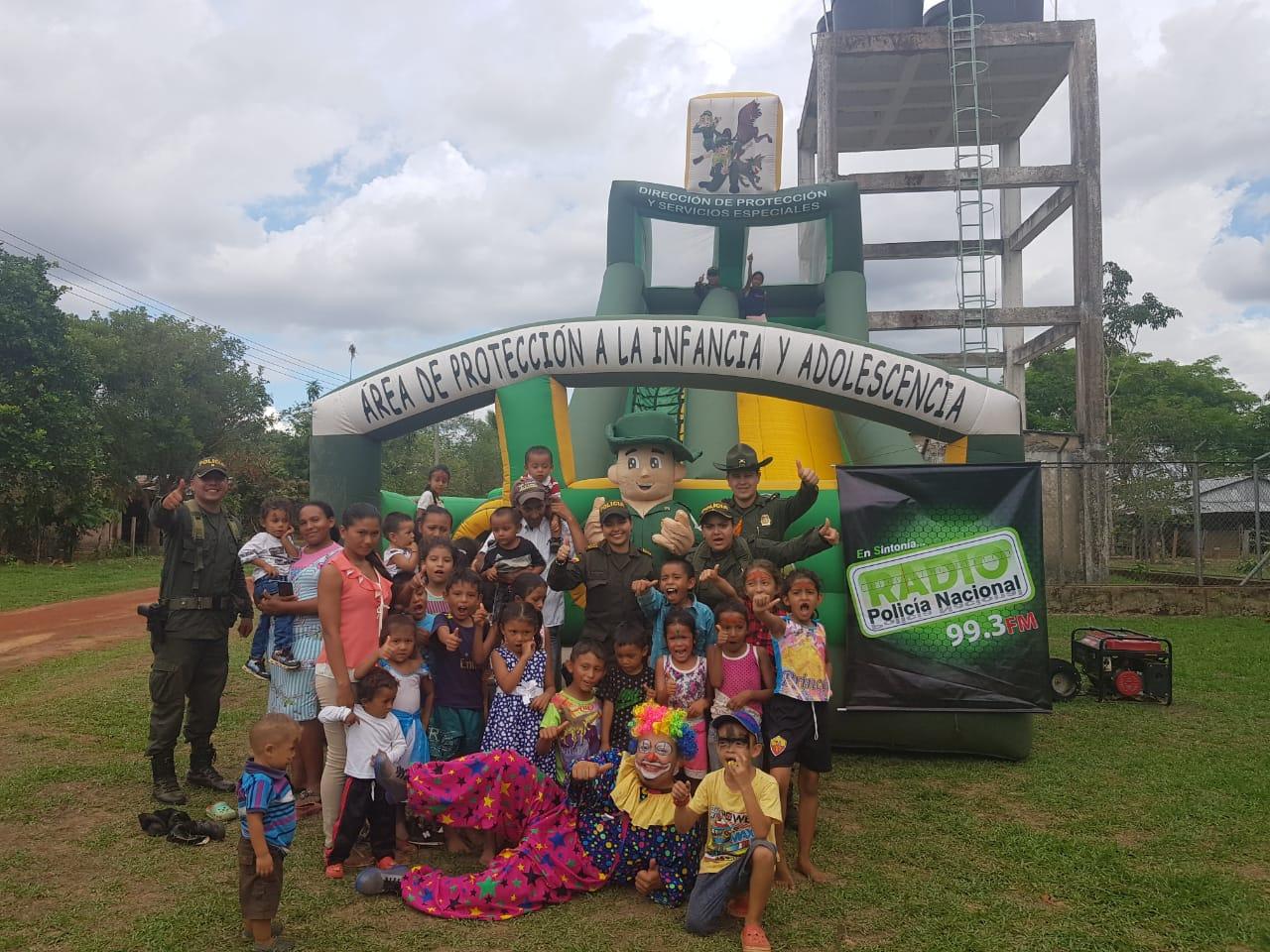 Photo of En el día del Niño, la Policía Nacional celebró con los niños del Vichada
