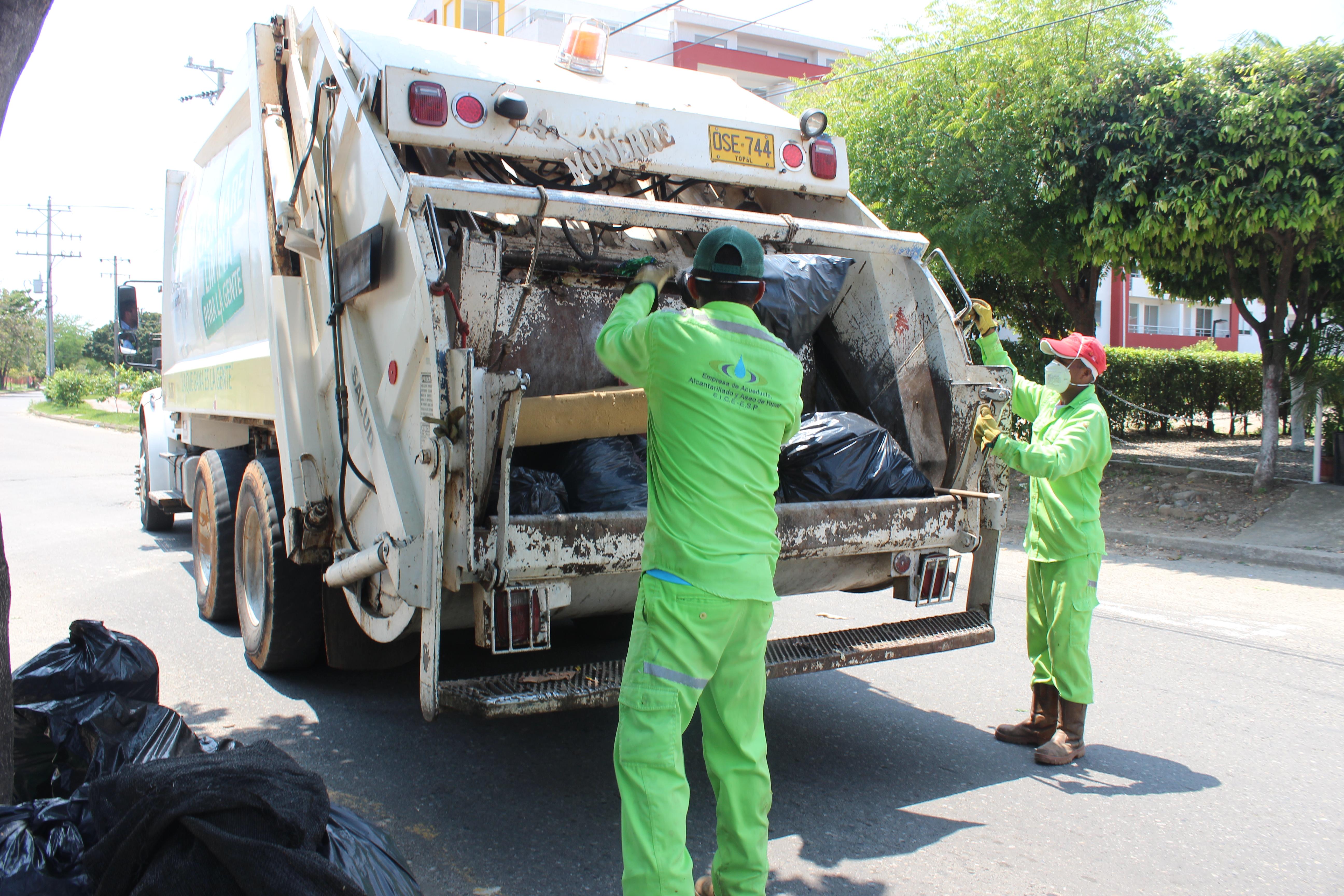 Photo of En Yopal, multa de 780.000 a quien deje basura en separadores y lotes baldíos
