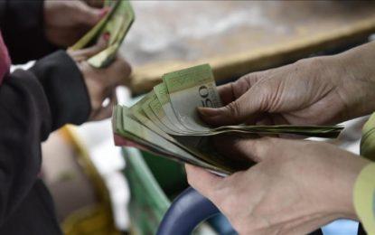 """Por debajo de la mesa Maduro decreta """"pobre"""" aumento salarial"""