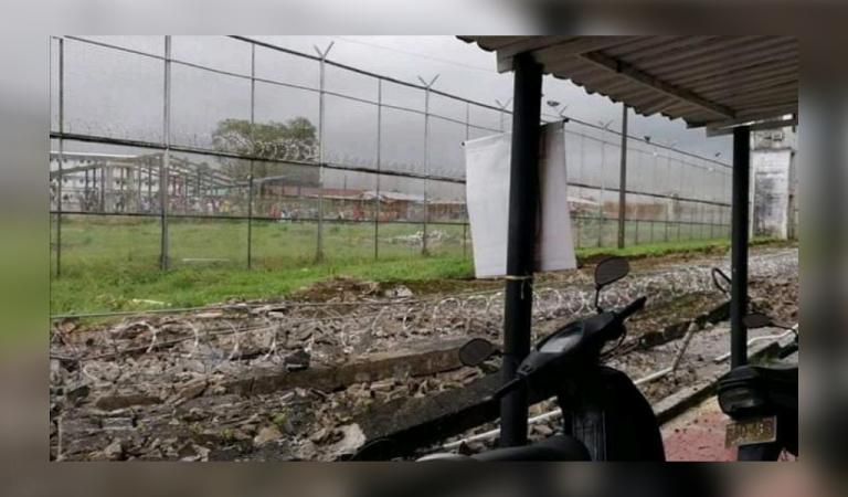Photo of Colapsa muro en la cárcel de Villavicencio