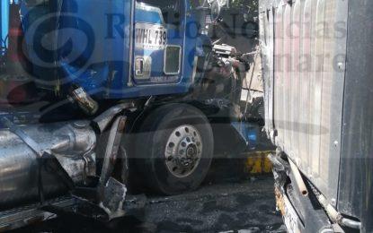 En la marginal del llano, camiones provocaron cierre de vía por varias horas