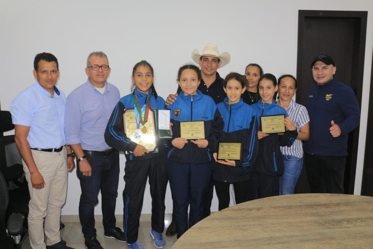 Photo of Gobernador de Casanare condecoró con Medalla al Mérito Ramón Nonato Pérez a la subcampeona mundial de Taekwondo