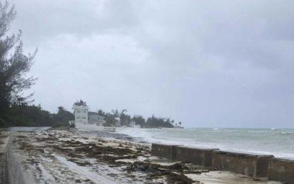 """""""Catastrófico"""" huracán Dorian golpea con furia las islas Bahamas"""