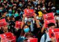 Hongkoneses siguen en pie de lucha pese a violenta represión