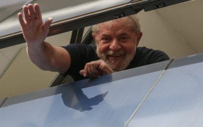 Expresidente Lula sale de la cárcel de Curitiba