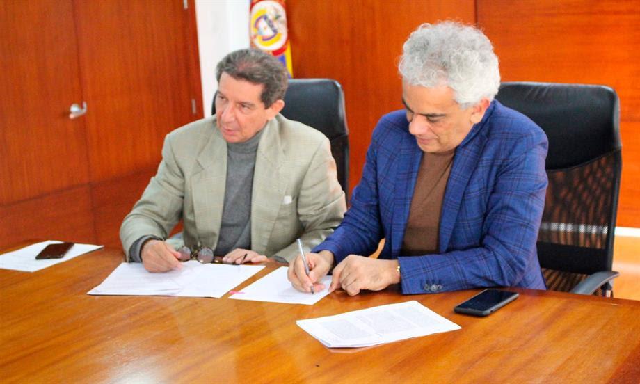 Photo of MinAmbiente y Fedegán firmaron acuerdo de cero deforestación para el sector cárnico y de lácteos