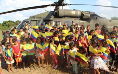 La navidad llegó al resguardo indígena de Caño Mochuelo en helicóptero