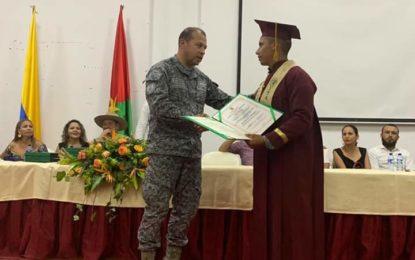 Soldados del Grupo Aéreo del Casanare se graduaron de bachilleres durante su servicio militar