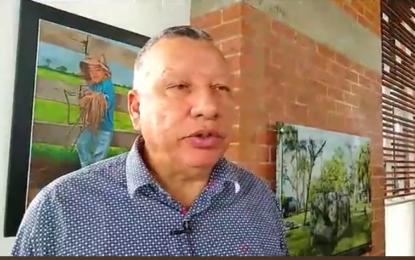 Médico Carlos Amaya, recibe reconocimiento por 28 años de aportes a la salud y al cuidado de personas que viven con VIH en Casanare