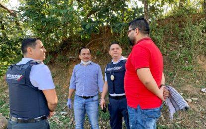 Autoridades realizan labores de control a migrantes, en el intercambiador vial