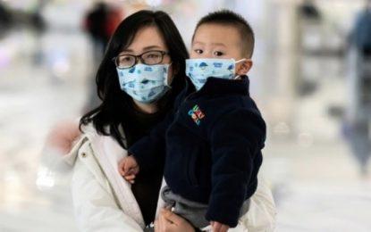 China eleva el balance del virus a 25 muertos y 830 casos