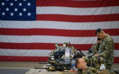 EE.UU. anuncia que no retirará sus tropas en Irak por el momento