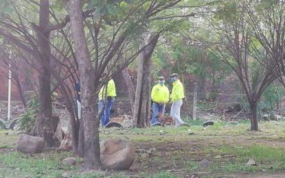 Hallan cuerpo sin vida de una mujer en un lote baldío en Yopal