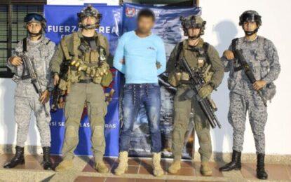 En operación conjunta, Fuerza Aérea Colombiana y Policía Nacional capturan presunto Jefe del Eln en Arauca
