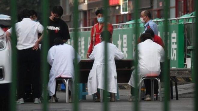 Photo of El nuevo brote de covid-19 en un mercado de Pekín que preocupa a las autoridades en China