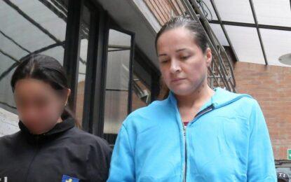 50 años de prisión a mujer que asesinó a su esposo e hijos en Bogotá