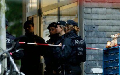Investigan a madre sospechosa por el asesinato de sus cinco hijos