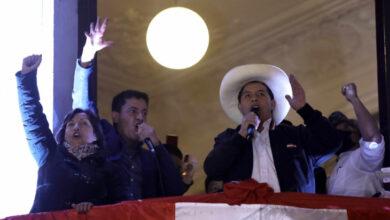Photo of Castillo cobrará como maestro y plantea bajar sueldo a congresistas