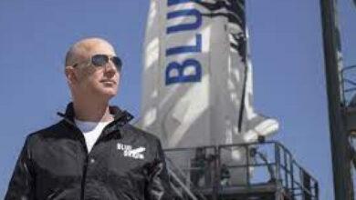 Photo of El hombre más rico del mundo, Jeff Bezos, alcanza el espacio