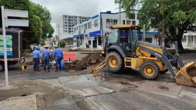 Photo of EAAAY junto a la Secretaría de Obras Públicas de Yopal, solucionan daño en la calle 24