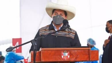 Photo of Presidente peruano confirma renuncia de todo el gabinete